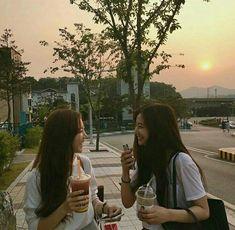 Ulzzang, girl, and korean image Korean Best Friends, Boy And Girl Best Friends, Cute Friends, Ullzang Girls, Korean Image, Besties, Bestfriends, Aesthetic Korea, Best Friends Aesthetic