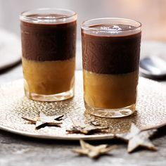 Combining classic caramel with a hint of vanilla and a sprinkling of sea salt with a dark chocolate and salted caramel liqueur ganache, this is the ultimate indulgent New Year's Eve dinner party dessert. Dinner Party Desserts, Dessert Party, Dinner Party Menu, Dessert For Dinner, Cold Desserts, Party Appetizers, Party Drinks, Dinner Ideas, White Chocolate Ganache