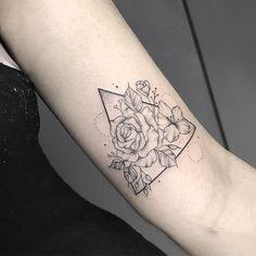 Tatuagem criada por July Ludgero de Vitória.