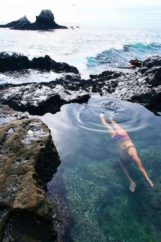 swim between the rocks