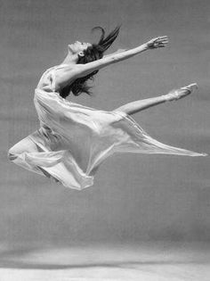 Dorothée Gilbert, a French ballerina who dances with Paris Opera Ballet, Shall We Dance, Lets Dance, Foto Poster, Dance Like No One Is Watching, Dance Movement, Ballet Photography, Body Photography, Dance Poses, Ballet Beautiful