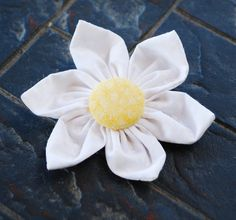 Step by step tutorial for how to make cute 5-6 petal fabric flowers. They work great for hair clips, brooches, or to clip on bags.