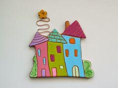 Ancora un pò di casine in terracotta, intagliate su lastra e dipinte a mano nei colori vivaci che amo, Sono impreziosite da spirale in rame...
