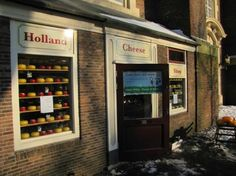 Amsterdam, Nederland: Entrance to the Holland Cheese Shop on the external wall of Westerkerk