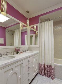 badezimmer streichen ideen lila weiße fliesen duschvorhang