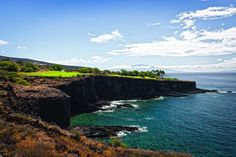 Want to beat the cold weather this winter? Check out our selection of the most unbelievable Hawaiian golf courses.  #TakeoffTuesday