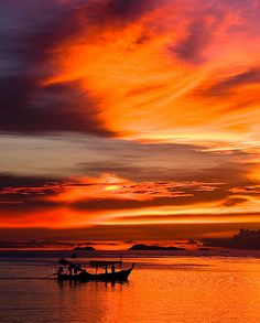 Long tail boat in the sunset. Seen from Koh Samui island, Thailand By Johannes Jander Samui Thailand, Koh Samui, Visit Thailand, Thailand Travel, Thai Travel, Overseas Travel, Sunset Photos, Vacation Spots, Places To See