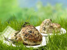 Gefüllte Putenhacksteaks: kleine Hacksteaks mit Geschmack. Dank Geflügelfleisch, Oliven und Käse sorgen die gefüllten Steaks für gesunde Balance.