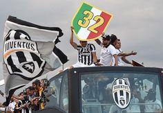 Juventus Musim Depan Mungkin Akan Dihiasi tiga Pintang - Juventus terus didesak oleh sponsor untuk menambah lambang tiga bintang untuk musim mendatang.