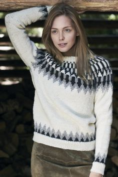 Inspired by traditional Icelandic knitwear, this sweater is knitted in the round from the hem up. Knitted from Novita Natura. Knitting Patterns Free, Free Knitting, Baby Knitting, Knitting Ideas, Womens Knit Sweater, Knit Sweaters, Grey Sweater, In Natura, Knit In The Round