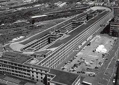 Lingotto Fiat: Creative Reuse of Futurist Industrial Structures Renzo Piano, Futuristic Architecture, Architecture Photo, Urban Fabric, Small Buildings, Environmental Design, Futurama, Bauhaus, Wonders Of The World