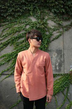 Mode Kimono, Modern Hanbok, Kimono Shirt, Classy Work Outfits, Designer Suits For Men, Mens Fashion Wear, Dapper Men, Kimono Fashion, Fashion Brand