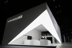 Visible from a distance a bright cube opens its corner like an unfolded theater curtain to welcome the visitors. Through this open triangle the visitors are lead into the inner part of the booth.
