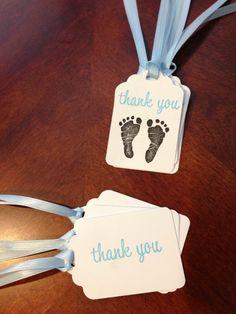 Tarjetita de agradecimiento en macetita con huellas de pies de bebe