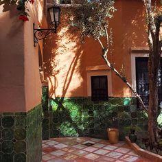 Pantone 🍁...#bakchicontour #love #morocco