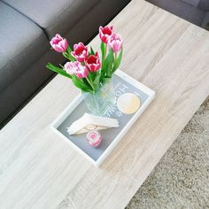 Looks like it's a sunny Monday morning. It's definitely going to be a productive one. Hope you all have a great week!! #tulips #homedecor #home #monday #mondaymorning #workday