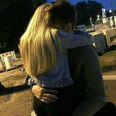 Find images and videos about love, couple and hug on We Heart It - the app to get lost in what you love. Couple Tumblr, Tumblr Couples, Couple Goals Relationships, Relationship Goals Pictures, Boyfriend Goals, Future Boyfriend, Photographie Blonde, Couple Fotos, Teen Couples