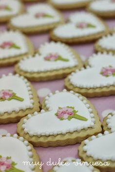 """"""" MUY DULCE """" MARIAPI Y MERCEDES GARCIA DE VINUESA GALLETAS DECORADAS; Heart cookies with bouquet"""