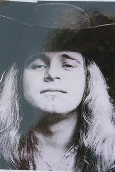 Ronnie Van Zant- Died October 20, 1977(29 yoa)-Lynerd Skynerd