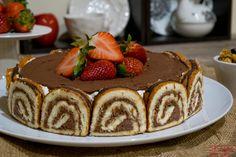 Uma torta já feita, um recheio guloso e uma cobertura de chocolate e morango. Momentos doces para partilhar em família
