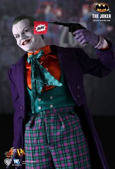 Hot Toys : Batman - The Joker 1/6th scale Collectible Figure