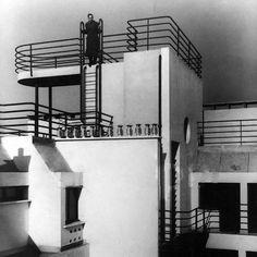 Building in empty spaces (1959)