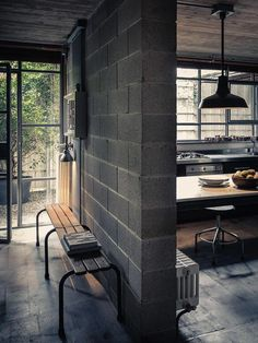Give Your Rooms Some Spark With These Easy Vintage Industrial Furniture and Design Tips Do you love vintage industrial design and wish that you could turn your home-decorating visions into gorgeous reality? Industrial Apartment, Industrial Interior Design, Vintage Industrial Furniture, Industrial Interiors, Industrial House, Industrial Style, Industrial Bathroom, Industrial Wallpaper, Industrial Stairs