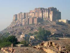 メヘラーンガル城砦(インド)  打って変わってこちらはインド。名前も見た目も力強いです。