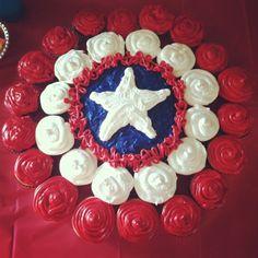 Captain America superhero cupcake/cake combo.