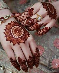 New and unique mehndi designs for the new age brides Henna Hand Designs, Circle Mehndi Designs, Simple Henna Designs, Mehndi Designs Finger, Mehndi Designs Book, Mehndi Designs For Beginners, Mehndi Design Photos, Mehndi Designs For Fingers, Henna Tattoo Designs