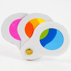 How to make a spy glass color wheel to teach kids about primary colors. Kid Science, Science Activities, Preschool Activities, Teaching Colors, Teaching Art, Teaching Ideas, Diy For Kids, Crafts For Kids, Montessori Color