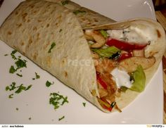 """This is """"Tortilla plněná kuřecím masem"""" by Toprecepty on Vimeo, the home for high quality videos and the people who love them. Pizza Burgers, Mexican Food Recipes, Ethnic Recipes, Food Snapchat, Quesadilla, Healthy Chicken, Burritos, Fresh Rolls, Hamburger"""