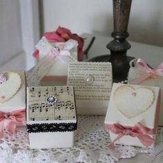 Vintage wedding favours