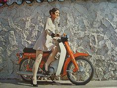 a jap Vintage Motorcycles, Cars And Motorcycles, Honda Cub, Scooter Girl, Motorbikes, Cubs, Yamaha, Vintage Ladies, Japan