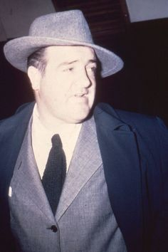 A vintage color press shot of comic legend Lou Costello, circa of Terry Soto Classic Comedy Movies, Classic Comedies, Abbott And Costello, Comedy Duos, Comedy Films, Funny People, Real People, Jessica Mendoza, Female Comedians