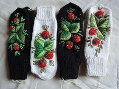 Варежки с вышивкой клубничек - чёрный,варежки,русский стиль,русский сувенир