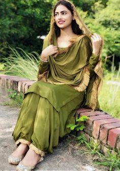 Indian Fashion Dresses, Indian Designer Outfits, Stylish Suit, Stylish Girl, Stylish Dress Designs, Stylish Dresses, Girl Photo Poses, Girl Poses, Punjabi Girls