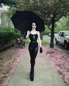 "2,390 Me gusta, 26 comentarios - Worlds_goth_model (@gothic_pages) en Instagram: ""Model______@crookedxhill _ _ _ =#summer#fashion #outfitoftheday #outfits #outfit #fashiondesigner…"""