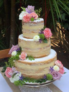 Naked Cake Espatulado para um casamento matinal num clima completamente campestre