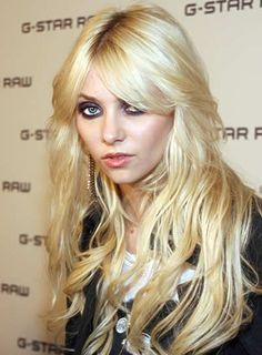 http://images.beautyriot.com/photos/taylor-momsen-long-tousled-sexy.jpg