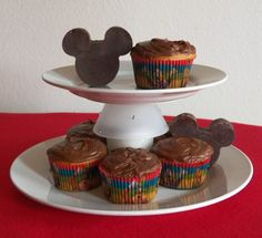 Having a Mickey Mouse Clubhouse theme party and want to make some Mickey Mouse Cupcake Decorations? Two ideas are featured with a template to print and use.  #Disney #MickeyMouse #cupcake #template