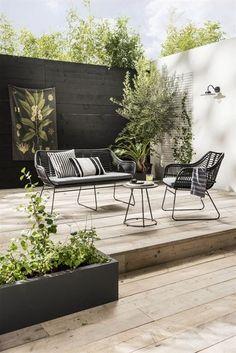 Urban hangout black & white garden #OutdoorsLiving