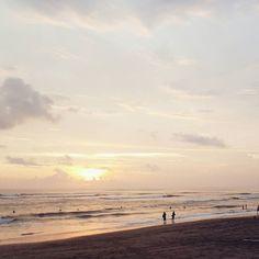 Final sunset in Bali  . . . #DaisybutterInBali #petitejoys #thehappynow #liveauthentic #livethelittlethings #mytinyatlas #passionpassport #wanderlust #bali #indonesia #livethelittlethings #abmtravelbug