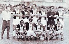 1966 - Camisa tricolor, criada por Paulo Planet Buarque, foi a mais utilizada, dentre as diferentes