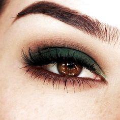 22 Eye Makeup Ideas For Brown Eyes Maquillaje verde para ojos marrones. Smokey Eye Makeup, Skin Makeup, Makeup Eyeshadow, Brown Eyes Makeup, Brown Eyes Eyeshadow, Eyeshadow Base, Eyemakeup For Brown Eyes, Green Eyeshadow Look, Dark Eye Makeup