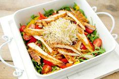 Een maaltijdsalade maken is makkelijk en gezond. De groente die je in de salade verwerkt worden meestal rauw gegeten. Het eten van rauwe groenten heeft een groot voordeel. Omdat er geen verhitting plaats vind blijven de voedingsstoffen optimaal behouden.