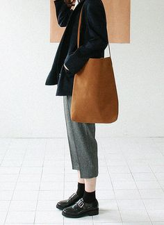 I don't know why I love this so much but I do. Creased pants? ahh! #womenswear #style #minimalism