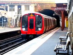 A Metropolitan Line Train for +TransportTuesday  #transporttuesday  +Rogelio Gómez