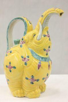 A Famille Rose Porcelain Teapot of Yellow Flowered Elephant. Elephant Teapot, Elephant Love, Happy Elephant, Elephant Gifts, Tea Pot Set, Pot Sets, Teapots Unique, Teapots And Cups, Tea Service