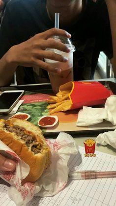 Food N, Junk Food, Food And Drink, Snap Food, Food Snapchat, Aesthetic Food, Food Cravings, Food Photo, Hot Dog Buns